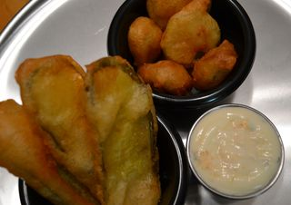 Deep-fried-pickles-with-ranch
